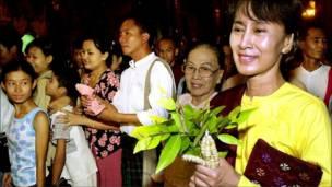 سو تشي مع عائلتها وأصدقائها