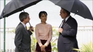 سو تشي تلتقي دبلوماسيين غربيين