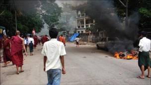 احتجاجات في شوارع رانغون 2007