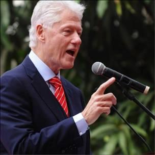 Ông Clinton phát biểu tại ĐH Ngoại thương