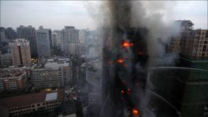 Горящее высотное здание в Шанхае