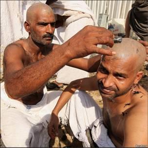 Мусульманские паломники бреются