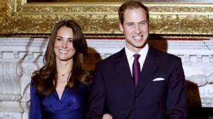 الأمير وخطيبته كيت وتبدو عليهما السعادة