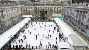تصویری از محوطه اسکیت روی یخ سامرست هاوز لندن