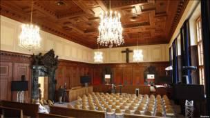 El salón del tribunal en la actualidad