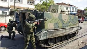 Бразильская армия применила танки для борьбы с наркодельцами в Рио-де-Жанейро.