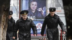 На улицах Кишинева развешены агитационные плакаты