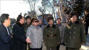 Руководитель КНДР Ким Чен Ир с военными