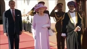 وصول الملكة اليزابيث إلى مسقط
