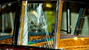 شیشه شکسته اتومبیل ولیعهد بریتانیا