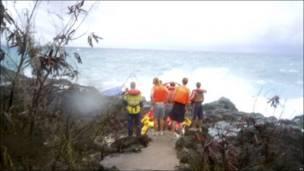 Жители острова Рождества наблюдают за кораблекрушением