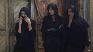 نساء من بورما أثناء إحياء ذكرى عاشوراء