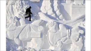 انطلاق مهرجان النحت على الجليد بالصين