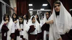 مسيحيات عراقيات يحتفلن بعيد الميلاد في كنيسة بعمان في الاردن