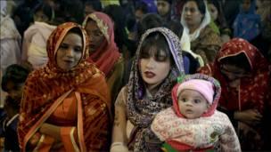 باكستانيات في قداس عيد الميلاد بلاهور