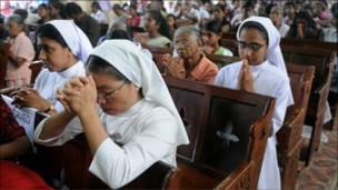 مسيحيات سريلانكيات في قداس عيد الميلاد
