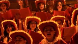 كورال اطفال في كنيسة بالاشرفية ببيروت الشرقية ليلة عيد الميلاد
