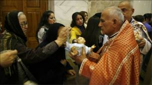 مسيحيون عراقيون يحتفلون بعيد الميلاد في الموصل شمالي العراق
