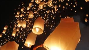 بانكوك تحتفل بعيد ميلاد ملكها