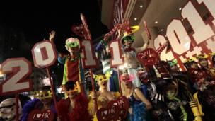عارضات يشاركن في احتفال العام الجديد في هونج كونج