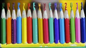 """أقلام ملونة تشكل معا عبارة """"عام سعيد 2011""""."""