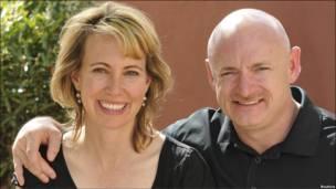 گابریل گیفوردز و همسرش
