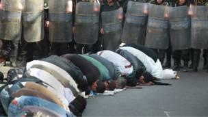 إجراءات أمنية تحيط بالمصلين عند مسجد الاستقامة في الجيزة
