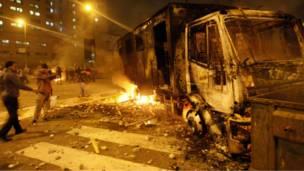 شاحنة محترقة