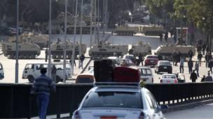 عربات مصفحة أمام وزارة الخارجية