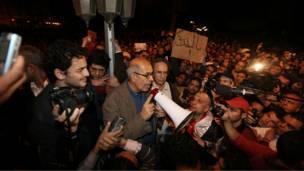 البرادعي يخاطب المتظاهرين في ميدان التحرير