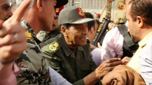وزير الدفاع المصري يزور قوات الجيش