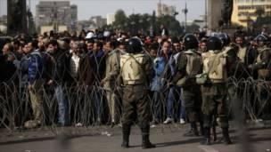 جنود الجيش في ميدان التحرير