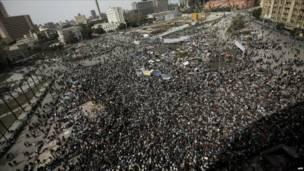 منظر عام للمتظاهرين في ميدان التحرير