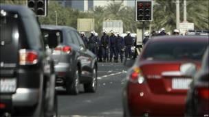 Cảnh sát vẫn hiện diện với số đông trong ngày thứ Năm ở khu vực xung quanh Quảng trường Pearl