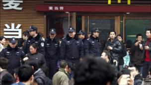 北京麦当劳门前警察戒备
