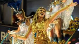 Фотомодель Жизель Бундхен на карнавале в Рио