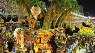 Платформа на карнавале в Рио