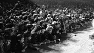 Публика на рок-концерте