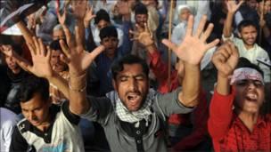 اسلام آباد – پاکستاني شیعه ګان په پلازمېنه اسلام اباد کې پر لېبیا د لوېديځ د بریدونو پرضد لاریون کوي.