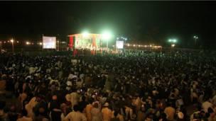مراسم د شپې په ښه توګه ترسر هشول . افغان چارواکو ددغه کنسرټ هرکلی وکړ چې په وینا یې دا په لښکرګاه ښار کې د امنیت په ډاډمنېدا دلالت کوي .