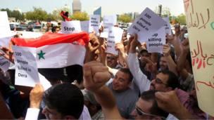 متظاهرون سوريون في دبي
