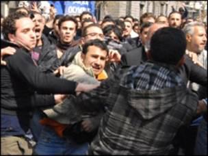 Quốc tế lên án Syria đàn áp biểu tình - BBC News Tiếng Việt