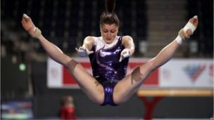 Австрийская гимнастка в прыжке