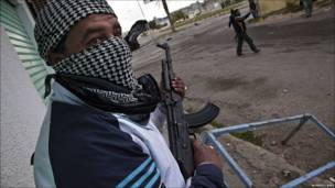 مقاتل معارض للقذافي