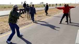 Ливийские повстанцы захватили сторонников Каддафи