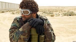 Ливийский повстанец в строительных очках