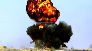Автомобиль повстанцев попал под удар подразделений Каддафи