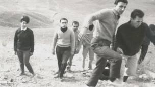 Jóvenes judíos pasean por las montañas del norte de Teherán en 1963