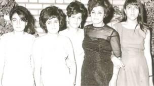 Grupo de mujeres iraníes en 1965.