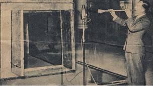 Eski asker James Tapper Tutankamon'un trompetini çalarken